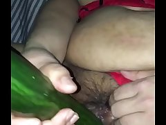 Indian desi housewife puts 14inch cucumber up her pussy!!