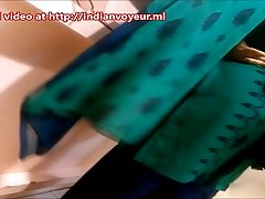Indian Aunty in shop - Full video @ http://indianvoyeur.ml