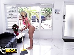 BANGBROS - Wifey Luna Star Fucks Handyman Retreat from Husband'_s Beside