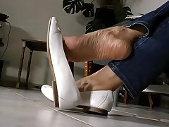 Cams4free.net - Asian Shoeplay with an increment of Droop