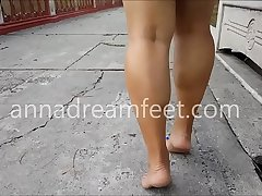 Cams4free.net - Sexy Babe Barefoot Outside Tip Toes